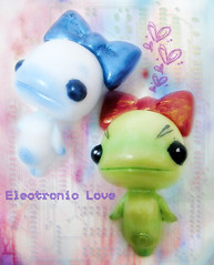 Electronic Love 2 (layka) Tags: robot friend doll cabinet invisible makeup charles tiny if mochi creature sugus layka vald rotwang brujitadrea