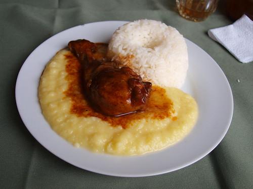 Perú: Pollo con puré y arroz