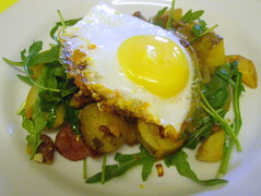Potato, chorizo & rocket hash with a fried egg (Niamheen) Tags: food recipe blog egg potato chorizo rocket onion friedegg fried hash comfortfood glutenfree lactosefree 4starfridgeandgourmetdinner eatlikeagirl
