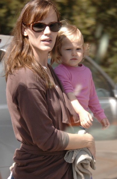Jennifer Garner - Su hija Violeta - 04 by smirk.wordpress.com - album03