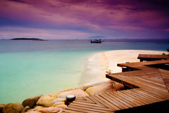 Zig zag your way to paradise ! (kktp_) Tags: ocean sea sky beach water clouds landscape thailand evening sand nikon bravo scenery tokina rayong zigzag magicdonkey d80 outstandingshots exploretop10 tokinaatx124afprodx1224mmf4 abigfave klaeng ulitimateshot flickrplatinum goldenphotographer munnorkisland passthetea