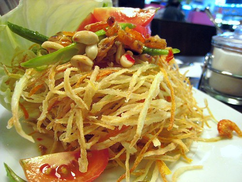 Crispy fried som tam (papaya salad) airport - style