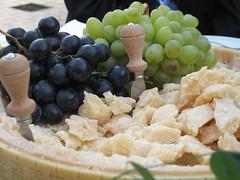 Abbondanza - Abundance (pepe50) Tags: uva formaggio opulenza emilia italy madeinitaly ysplix pepe50 travel party canon flickr imac apple