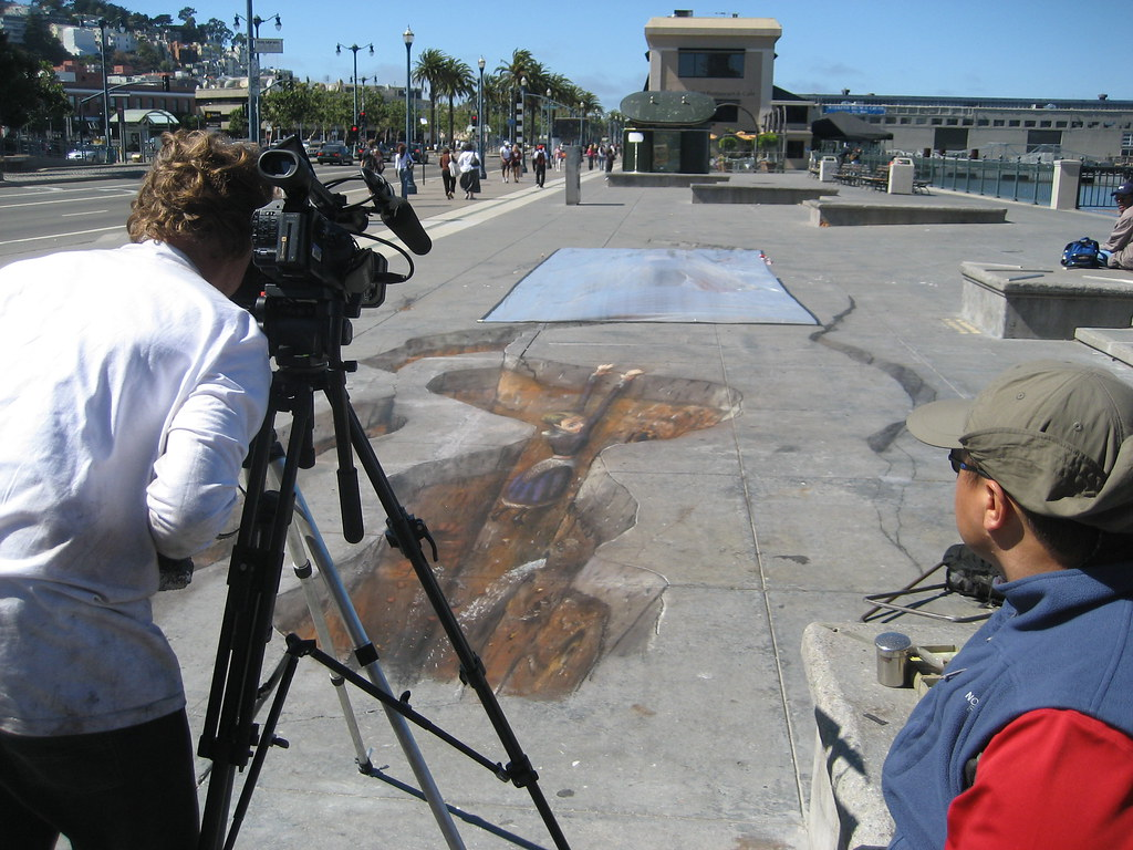 Julian Beever lines up