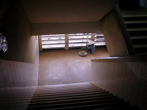 dalat market stairwell
