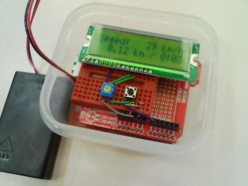 100515-154515-電池ボックスのスイッチをオンにすると、スピードメーターが動きました!