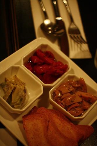 油封三樣 - 半乾蕃茄、野菇、朝鮮薊配薄片烤土司
