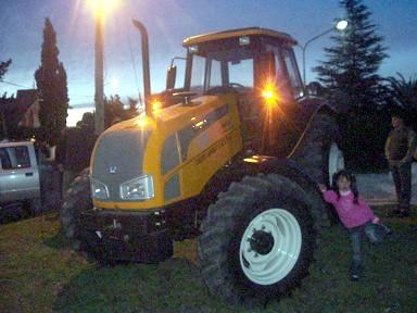 Nuevo Tractor del Consorcio Caminero de Las Isletillas