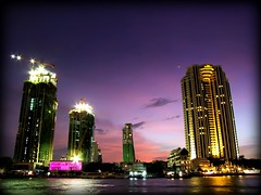 The River Condominium & Peninsula Hotel at Dusk | Bangkok (I Prahin | www.southeastasia-images.com) Tags: city sunset panorama colors skyline architecture skyscraper river thailand boats dusk bangkok cranes angels thai metropolis bluehour oriental chaophrayariver shangrilahotel sunsetmania gettyimagessoutheastasiaq1
