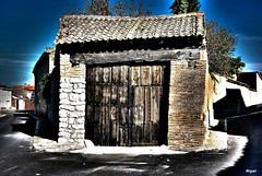 Esa será mi casa.- (Miguel_Puze) Tags: ladrillo miguel azul de casa puerta madera nikon san flickr vieja antigua cielo viga fachada tierras interesante castilla piedra tejas arboleda aldea trasera arcaica mywinners miguelpuze