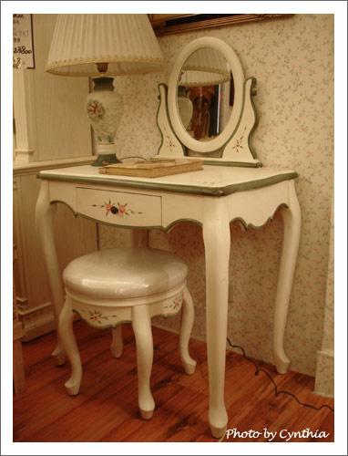 大峰家具-小型梳妝台