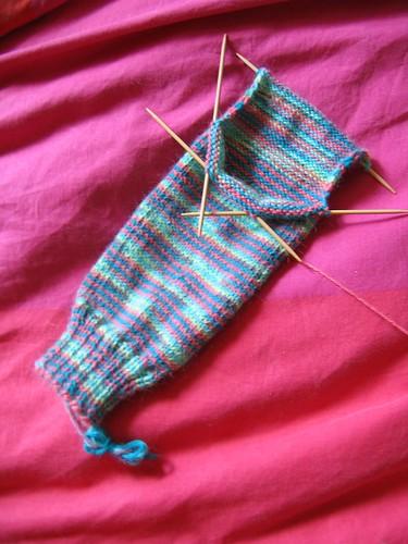 Lovebird sock continues (heel begins)