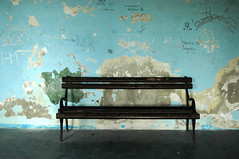 Novo Miloevo (Serbia) - Waiting Room (Danielzolli) Tags: blue bench serbia bank bahnhof trainstation estacion waitingroom vojvodina srbija banat vokzal vajdasag dworzec serbien wartezimmer srpsko wartesaal bnkli serbsko milosevo banatskomilosevo