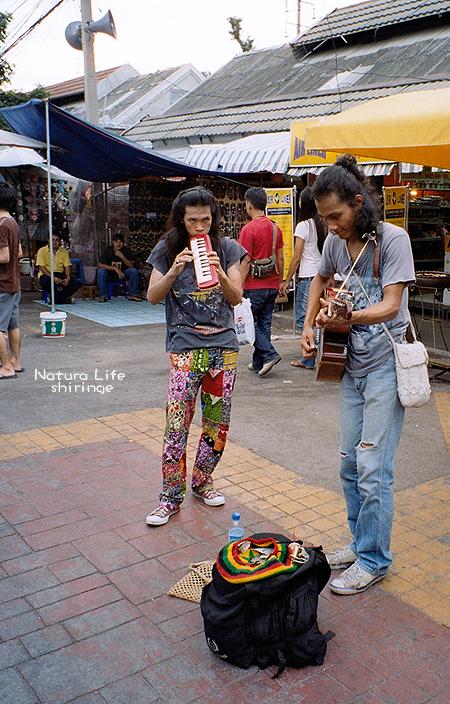 札都甲假日市集的街頭藝人