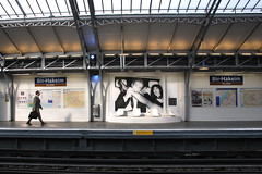 eat the city (Angelo Antonelli (aantonelli)) Tags: paris town nikon legs metro eat viaggio d90 flickaward birhaikem angeloantonelli