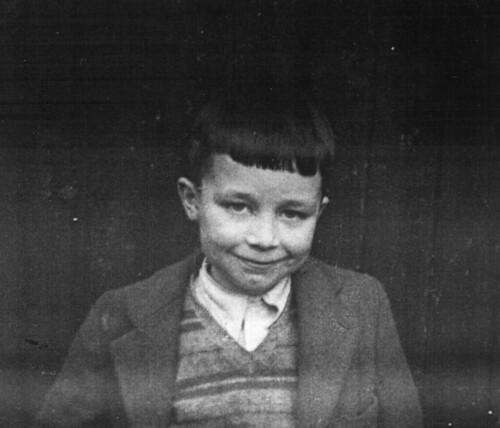 Michael Derrick, 1952