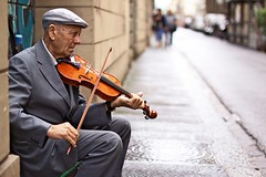 . (Gwenal Piaser) Tags: street italy musician june canon eos 50mm florence italia sigma violin 400 firenze fiddle 500 rue canoneos violinist 1000 italie 2010 violino musicien violon violn 50d violoniste eos50d canoneos50d unlimitedphotos 50mmf14exdghsm gwenflickr