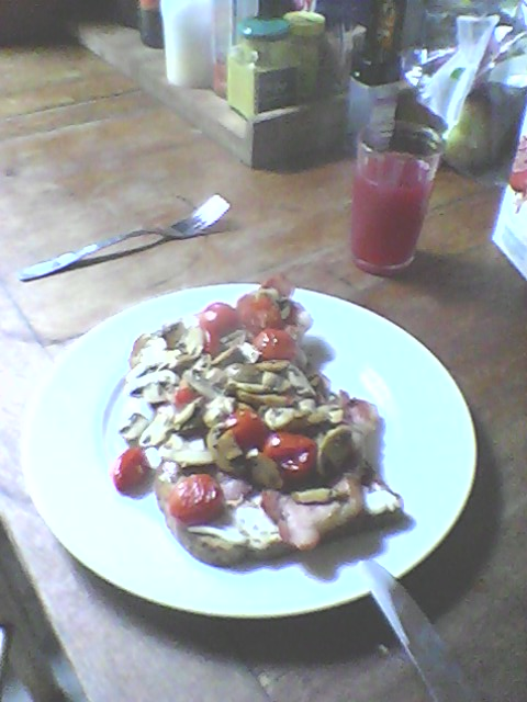 bacon mushroom tomato on toast