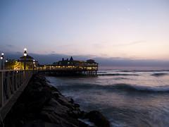 2010 - Lima (alexanderchw) Tags: ocean sunset sea peru atardecer muelle mar meer lima restaurante per sonneuntergang ocano
