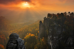 Light and Rocks II (Dietrich Bojko Photographie) Tags: morning autumn mountains sunshine sunrise germany deutschland mood saxony explore sunrays frontpage bastei saxonswitzerland dietrichbojko globalindex