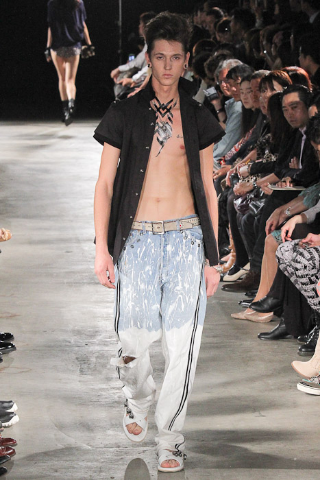 Tommy Cox3019_SS11_Tokyo_GUT'S DYNAMITE CABARETS(Fashionsnap)