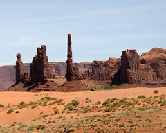Totem Pole And Yei Bi Chai (kerch) Tags: monumentvalley
