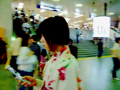 keitai - girl (Marie Eve K.A. (away..)) Tags: summer people woman station japan lady person moving cellphone move yukata  keitai kimono japanesegirl   testure      070707