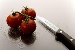 Tomatoes (96dpi) Tags: food macro vegetables closeup tomato essen tomatoes knife messer tomate gemüse lebensmittel 96dpi alevers
