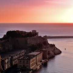 Sunrise in Valletta (konderminator) Tags: sunrise sonne sonnenaufgang valletta excapture diamondexcapture