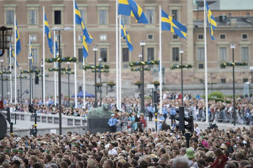 Princess Victoria wedding, crowd in Gamla Stan