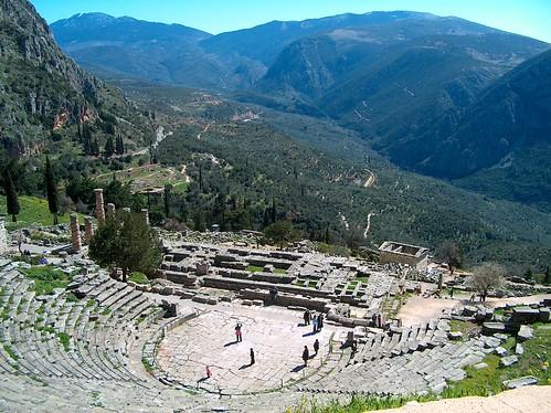 Teatro de Dioniso y Templo de Apolo
