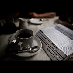 Cup of coffee and Lonely Planet (FreakyLeo) Tags: india cup coffee book break spoon kerala lonelyplanet guide cochin indien kochi tamron2875f28 fortcochin kashiartcaf canon5dmarkii