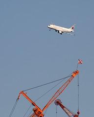 Air Canada/Crane (Vidiot) Tags: nyc canada nycpb plane airplane airport crane aircraft air airbus laguardia expressway approach visual 31 runway a320 320 aircanada expresswayvisual cgjvt
