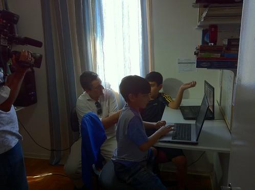 @aldoquiroga entrevistando @enzobuzz @giorgio_bros sobre acompanhamento familiar no uso da internet