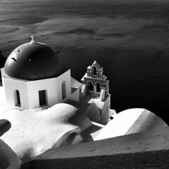 Greek dome (Frizztext) Tags: blackandwhite church architecture canon square island blackwhite bravo explore santorini greece galleries dome ia oia 2007 500x500 100faves outstandingshots powershota700 frizztext mywinners superaplus holidaysvacanzeurlaub travelerphotos  2007616 artlegacy absoluteblackandwhite 240x240 winner500