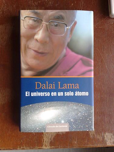 Dalai Lama El Universo en un Solo Átomo