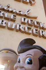 Obligato: Peeping Bob (monkeytime | brachiator) Tags: california statue dinner restaurant losangeles bob diner icon nostalgia meal idol burbank supper crazyeyes coiffure bobsbigboy childhoodmemory theoriginal dirtynose wheresdolly doubledeckhamburger bigboycombination wheresnugget 66438561000000