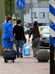 blue (bogers) Tags: life street city blue urban holland netherlands dutch photo europe blauw foto diary nederland citylife denhaag haaglanden daily bleu holanda klm stewardess bas thehague bogers stad straat zuidholland airhostess sgravenhage haags hofstad straatfotografie niederlnde basbogers 21082007 airgirl basbogersdenhaaghotmailcom straatfotografiecom