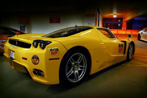 Картинки желтого Феррари F60 Enzo