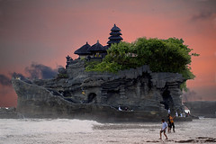 TANAH LOT (fabiogis50) Tags: trip travel sunset sea bali indonesia temple soe tanahlot frameit canoneosmarkii magicunicornverybest mygearandmepremium mygearandmebronze mygearandmesilver mygearandmegold mygearandmeplatinum aboveandbeyondlevel4 aboveandbeyondlevel1 elitepalacefav aboveandbeyondlevel2 aboveandbeyondlevel3 rememberthatmomentlevel4 rememberthatmomentlevel1 rememberthatmomentlevel2 rememberthatmomentlevel3 rememberthatmomentlevel7 rememberthatmomentlevel9 rememberthatmomentlevel5 rememberthatmomentlevel6 rememberthatmomentlevel8 rememberthatmomentlevel10 vigilantphotographersunite vpu2 vpu3 vpu4 vpu5 vpu6 vpu7 vpu8 vpu9 vpu10 frameitlevel3 frameitlevel2