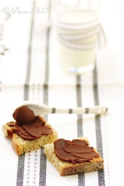 Chocolate and olive oil spread