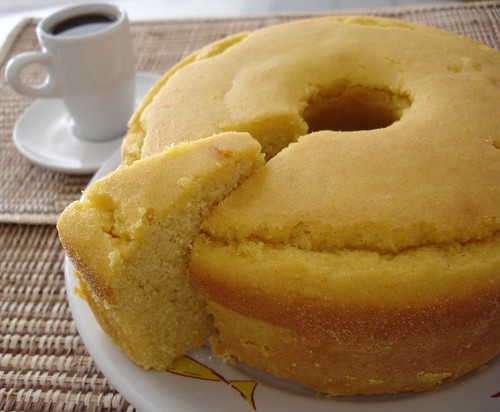 Cooked cornmeal cake