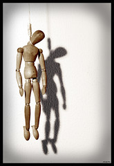 Hang Man (morbidly_obese) Tags: wood shadow man art madera arte sombra olympus e figure 500 hang hombre ahorcado figura e500 1445mm