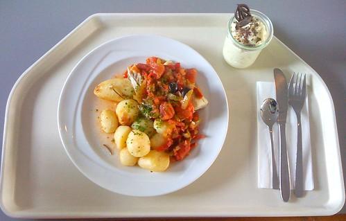 """Gedünsteter Seelachs """"Espanol""""mit Kräuter-Knoblauch-Kartoffeln / Steamed pollock """"espanol"""" with herb garlic potatoes"""