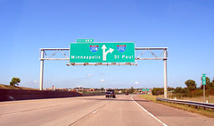 Split for I-35W & I-35E, 8 Sept 2005 (photography.by.ROEVER) Tags: 2005 trip minnesota sign highway stpaul roadtrip september interstate twincities i35 burnsville minneaplis i35e dakotacounty interstate35 i35w driverpic exit88 interstate35e interstate35w
