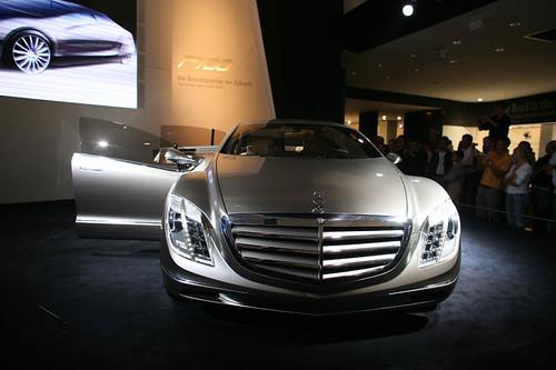 Фото Mercedes F700
