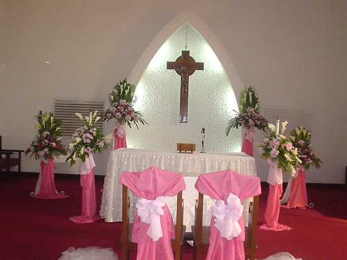 Or click here to view more of our wedding floral arrangements