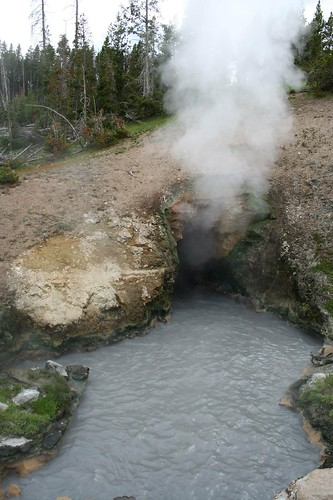 yellowstone - dragon's mouth