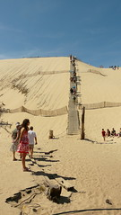 Watching the climb (Mama Tumshie) Tags: france bordeaux arcachon duneofpyla