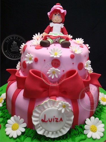Bolo decorado da Moranguinho. / Strawberry  birthday cake